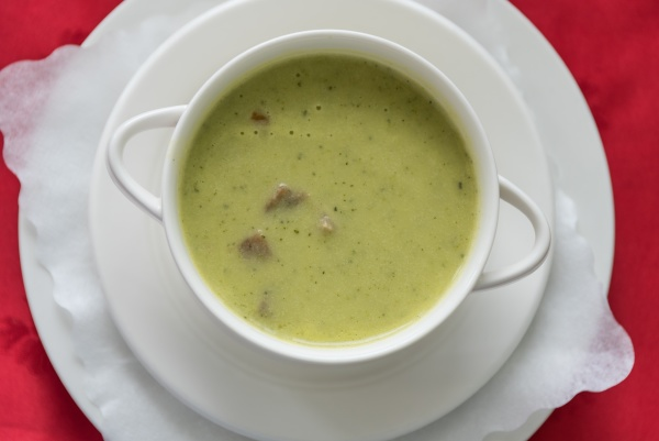 zucchini cream soup with crouton