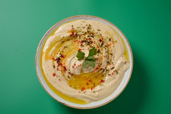 hummus with olive oil paprika lemon