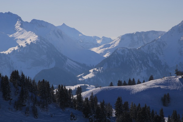 stunning view from the saanersloch ski