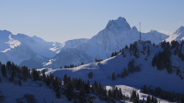 saanerslochflue and other snow covered mountains