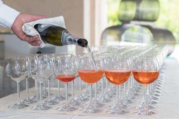 bartender making spritz cocktail