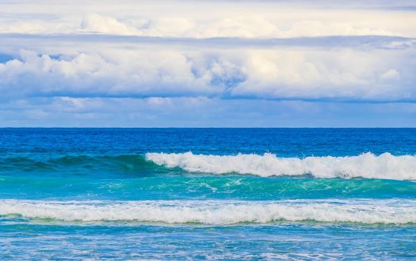 strong waves praia lopes mendes beach