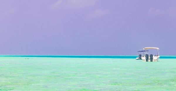 color gradient at sandbank islands madivaru