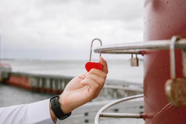 newlyweds hang the lock symbolizing everlasting