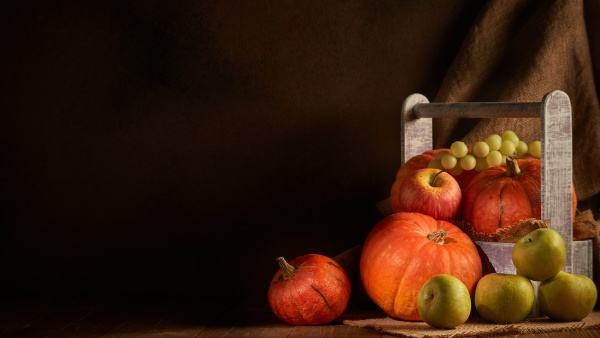 ripe pumpkins apples and pears