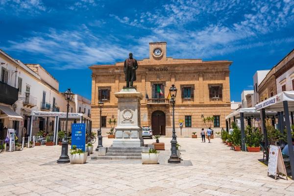 main square in favignana