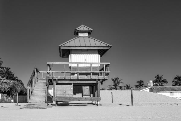 lifeguard tower at sunny isles beach