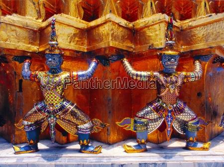 temple guardian in wat phra kaeo