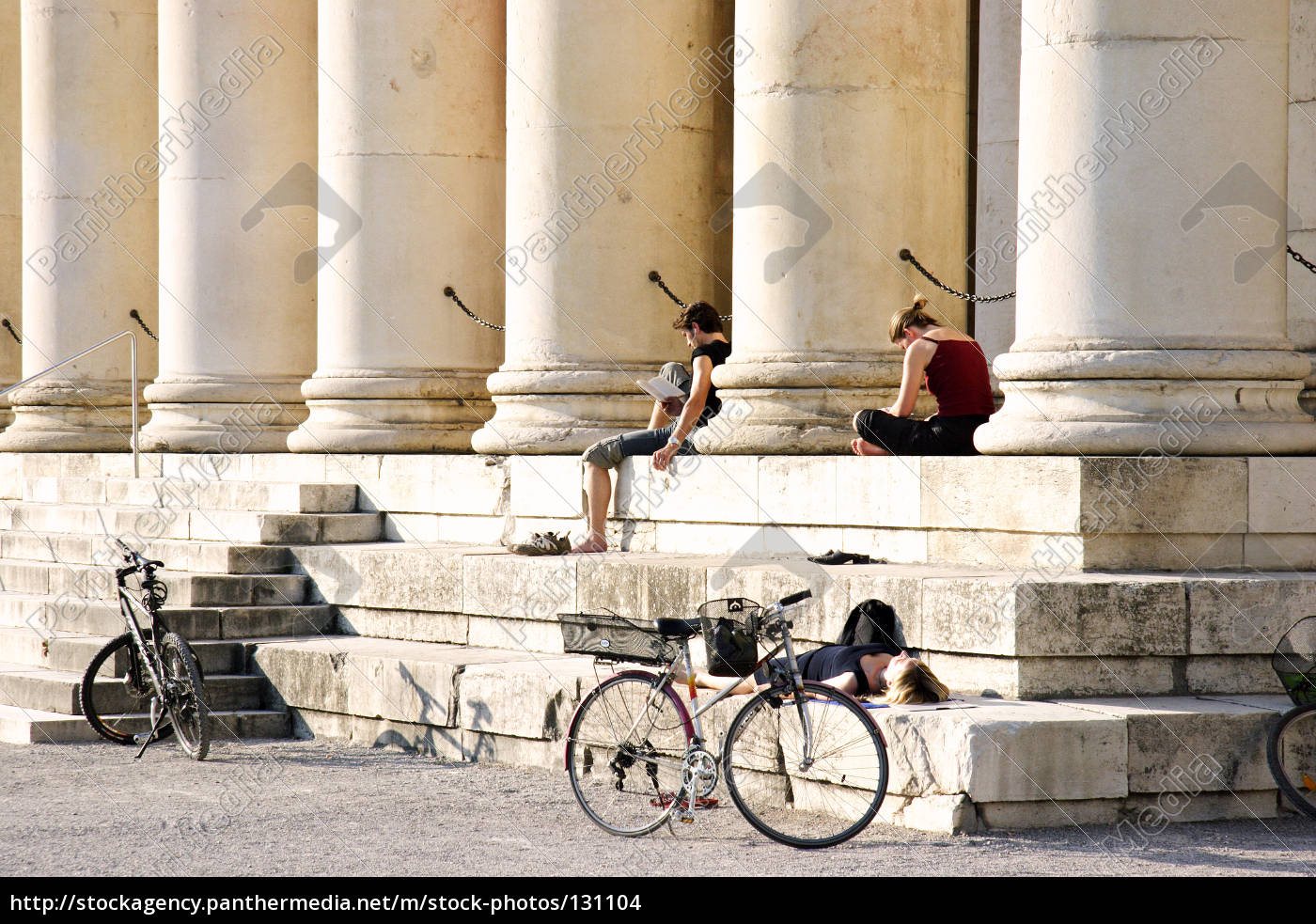 reading, at, the, königsplatz - 131104