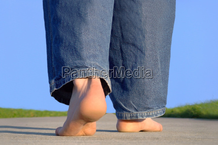 barefoot, running, down, the, street - 155340