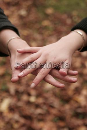 hands - 240896
