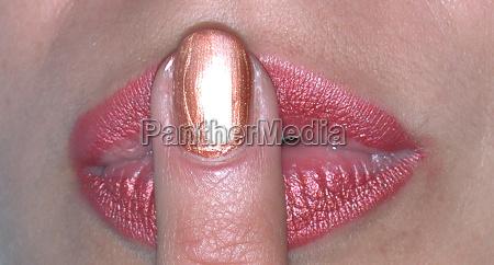 psst 2 finger on mouth