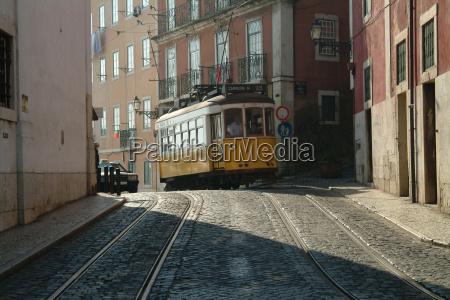 tram 28 yellow 3