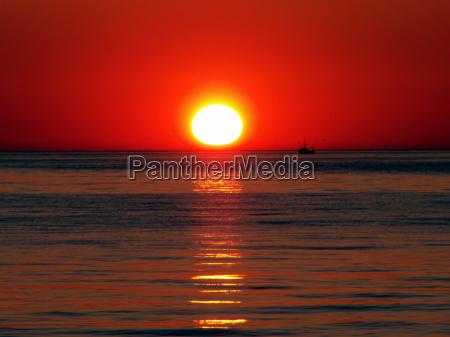 horizonte nascer do sol ondas romantico