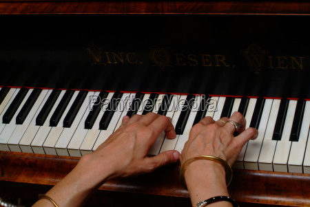 piano spielerin