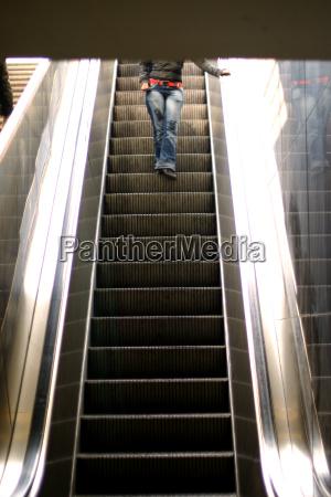 escalator - 352022