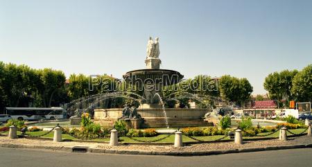 rotonde fountain in aix