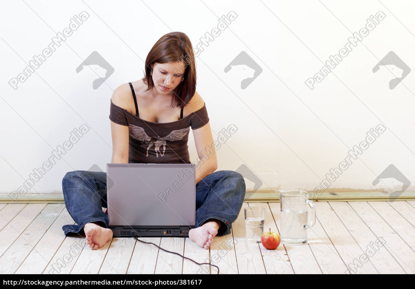 woman, on, laptop - 381617