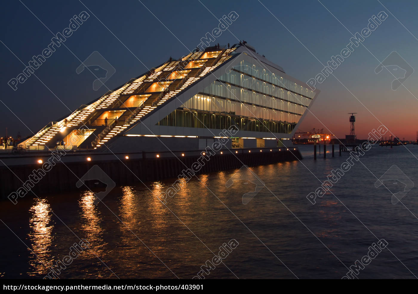 dockland, at, night - 403901