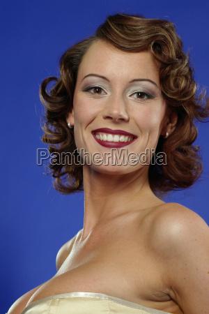kvinde bla fnise smiler brun mund
