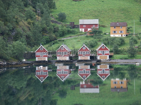 houses on the aurlandsfjord