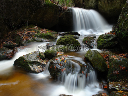 waterfall, in, the, enchanted, forest - 512655