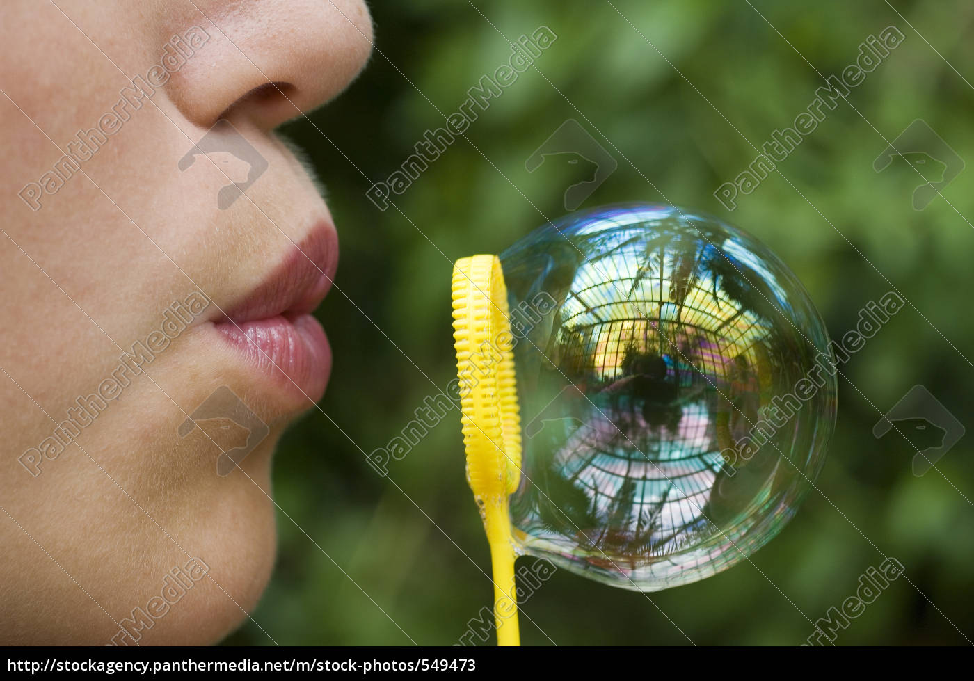 girl, with, soap, bubble - 549473