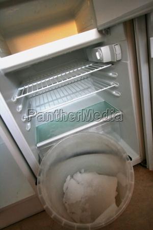 defrost refrigerator