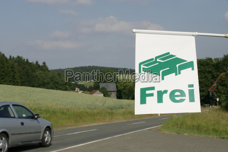 road with room free sign