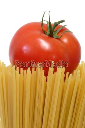 tomato, on, spaghetti - 640101