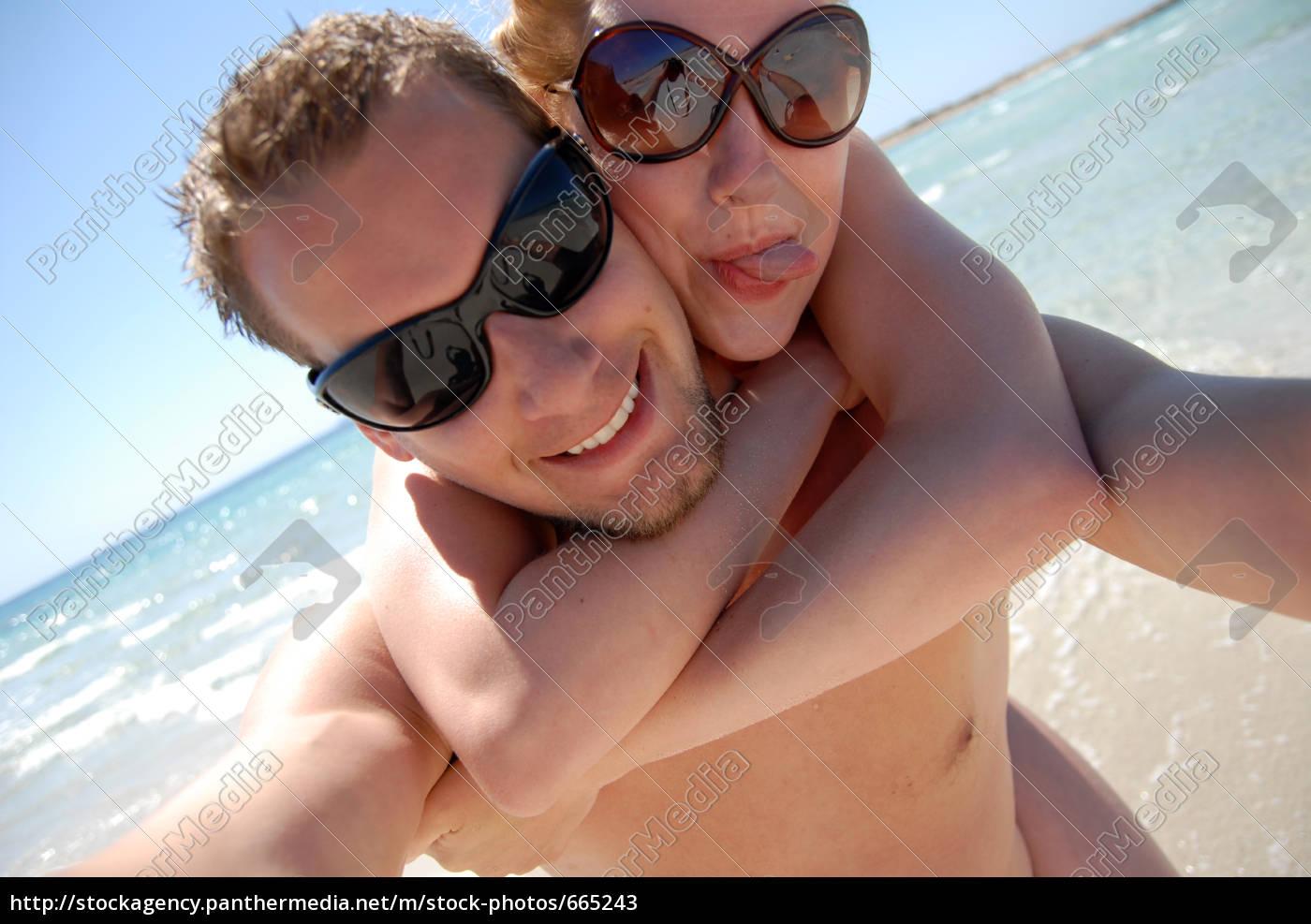 couple, on, the, beach - 665243