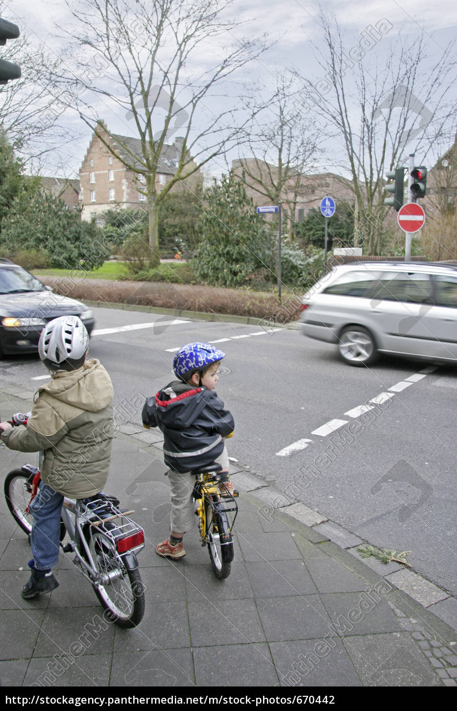 children, in, road, traffic - 670442