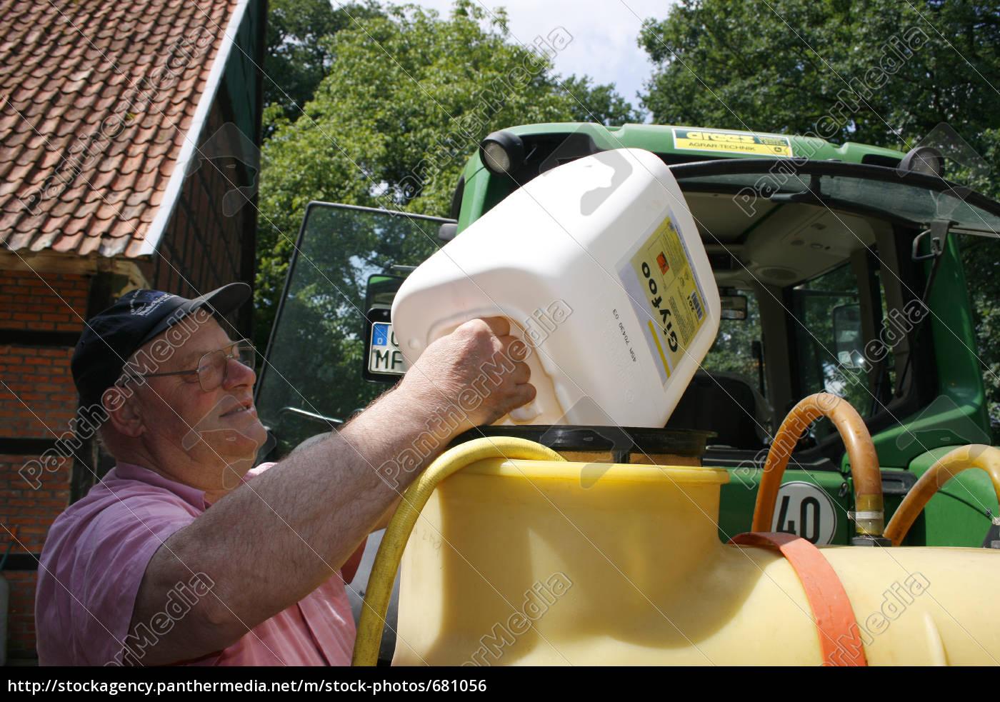 pesticide, refueling - 681056