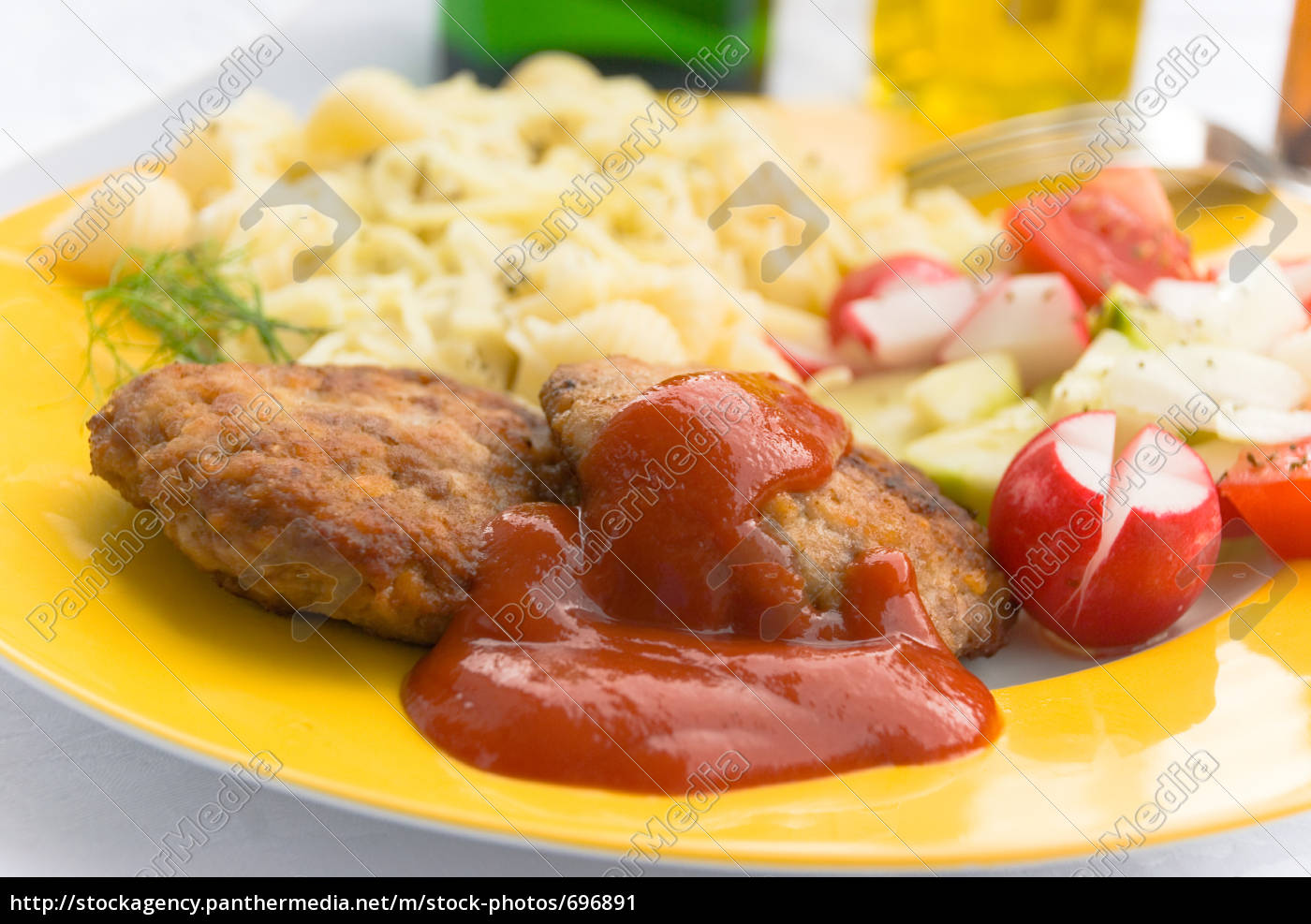 meatballs, with, noodles, tomatoes, ketchup - 696891