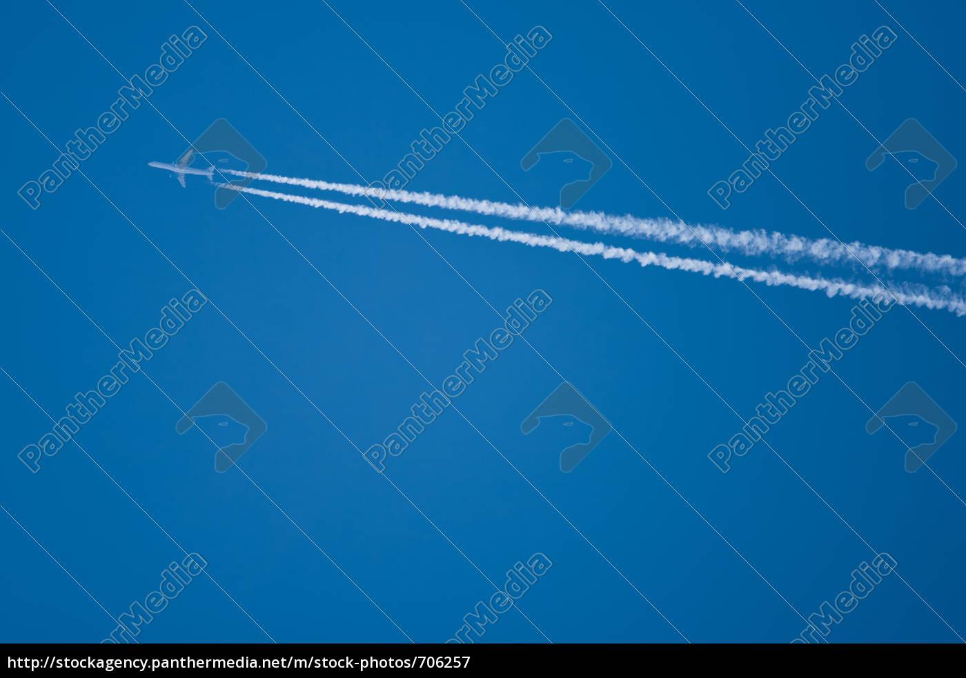 airplane, on, blue, sky - 706257