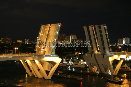 drawbridge, at, night - 732084