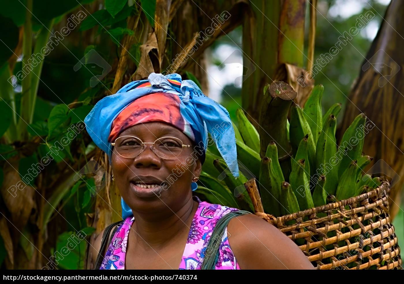 madame, eloundou, wearing, banana, home - 740374