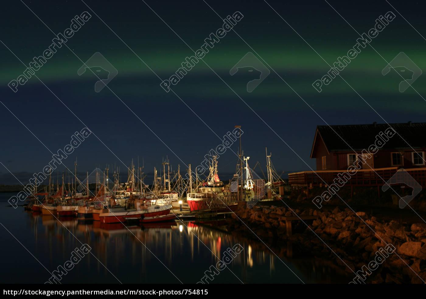 polar, light, at, the, harbor, in - 754815