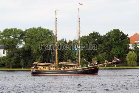 sailing tour