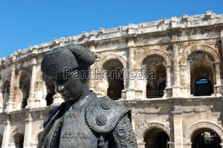 matador, and, arena, of, nimes - 759585