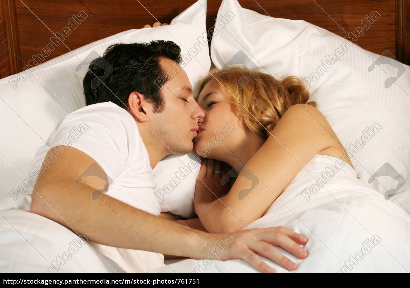 couple, in, bed - 761751