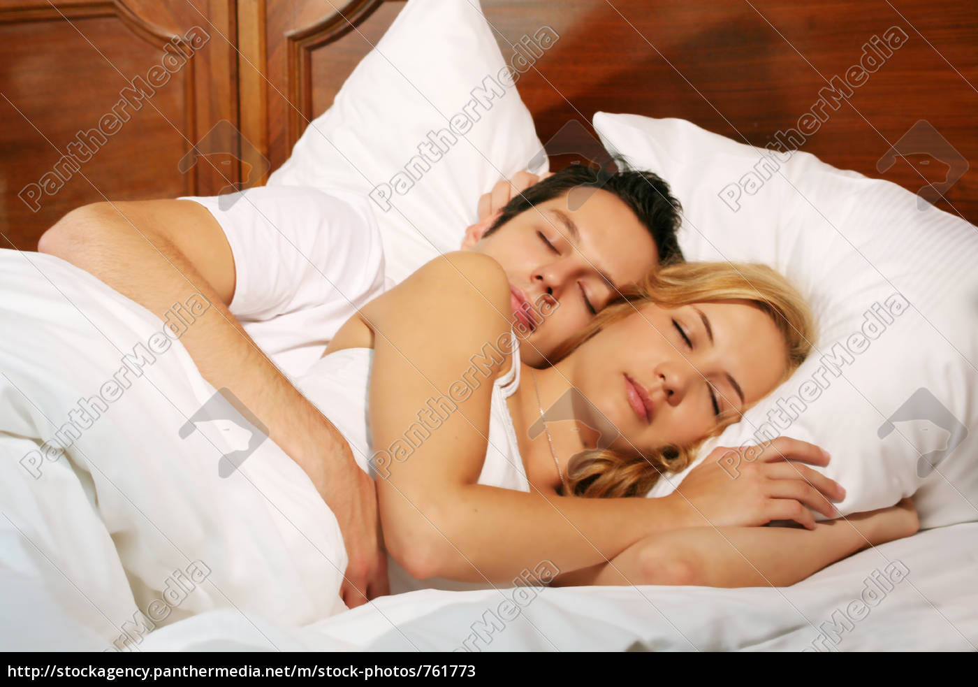 couple, in, bed - 761773
