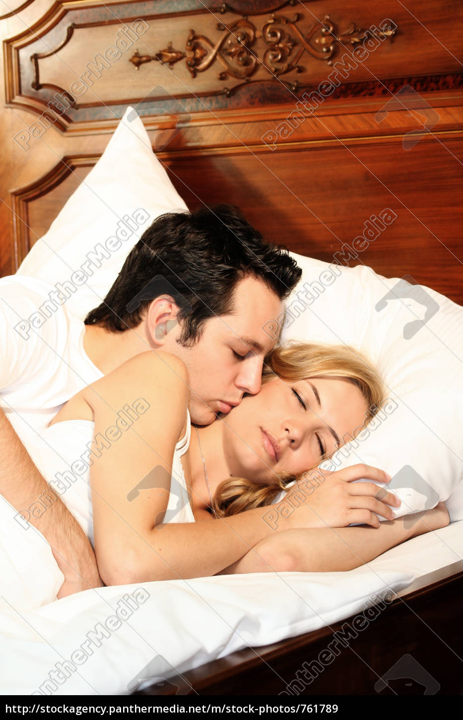 couple, in, bed - 761789