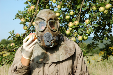 man, with, gas, mask, holding, an - 766757