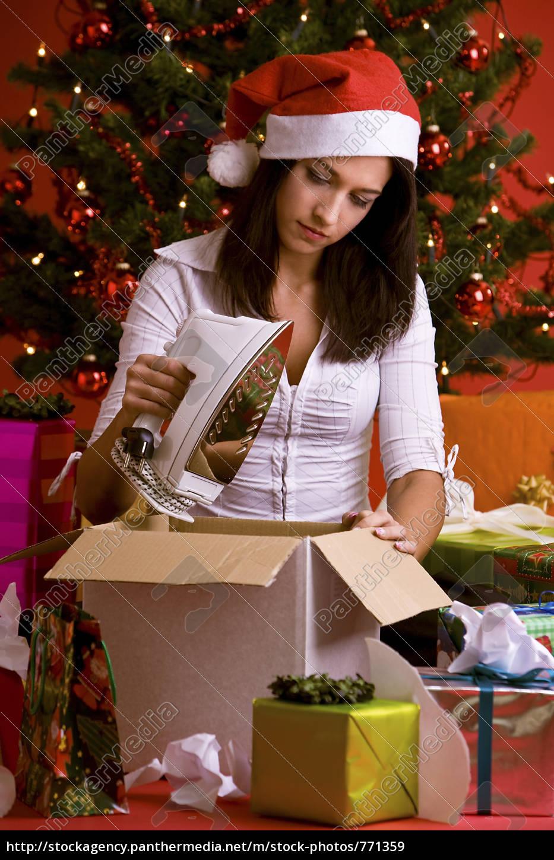 woman, packs, of, christmas - 771359