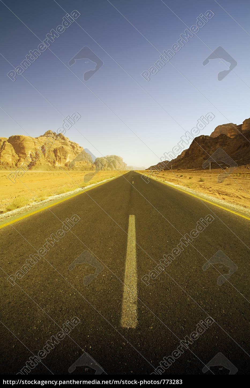 empty, roadway, in, the, desert - 773283