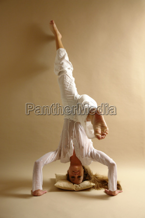 headstand - 805173