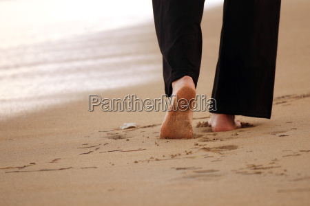woman, walks, along, the, beach - 1002509