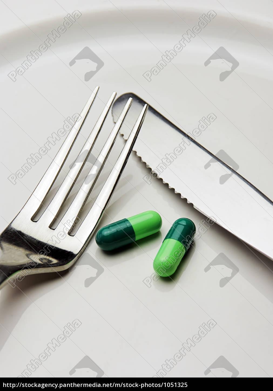pills, on, a, plate - 1051325