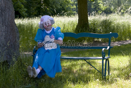 mimi on the bench